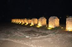 Φωταγωγήθηκαν οι πεσσοί του ρωμαϊκού υδραγωγείου στις Αλυκές