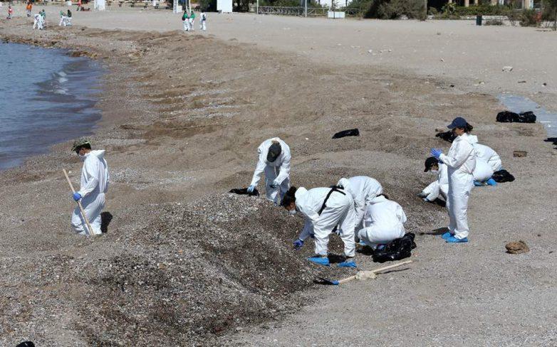 Υπ. Ναυτιλίας: Βελτιωμένη η εικόνα του Σαρωνικού από την επιχείρηση απορρύπανσης
