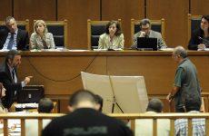 Αυτοπρόσωπη κατάθεση των προστατευόμενων μαρτύρων στη δίκη της ΧΑ ζήτησε η εισαγγελέας