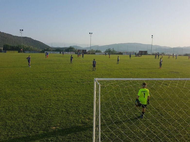 Kλειστό ο κεντρικό γήπεδο ποδοσφαίρου του αθλητικού κέντρου στην Άλλη Μεριά