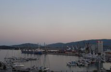 """""""Δεμένα"""" τα πλοία στο λιμάνι του Βόλου"""