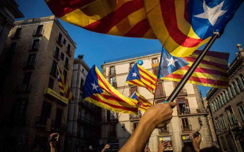 Καταλωνία: Απόλυτη πλειοψηφία των αυτονομιστών στην τοπική Βουλή – Επιστρέφει η αβεβαιότητα στην Ισπανία