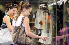 Μείωση πωλήσεων 8,2% στις ενδιάμεσες φθινοπωρινές εκπτώσεις