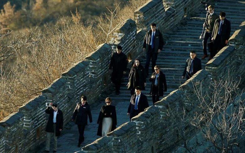 Η βόλτα της Μελάνια Τραμπ στο Σινικό Τείχος