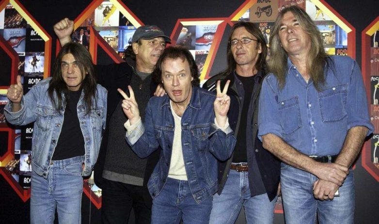 Πέθανε ο θρυλικός κιθαρίστας και συνιδρυτής των AC/DC, Μάλκολμ Γιανγκ