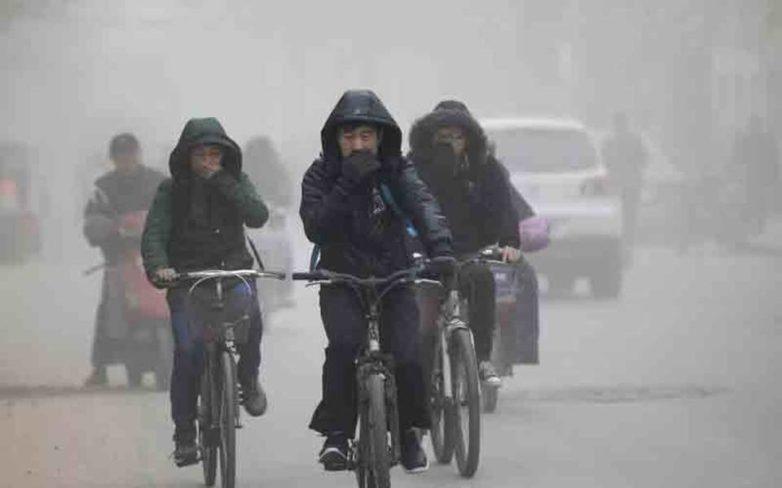 «Πορτοκαλί συναγερμός» στο Πεκίνο λόγω ατμοσφαιρικής ρύπανσης