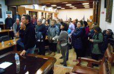 Σκοτάδι στο Δημαρχείο Βόλου και αναβολή της συνεδρίασης του Δημοτικού Συμβουλίου