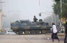 Στην κόψη του ξυραφιού η Ζιμπάμπουε μία ημέρα μετά την κατάληψη της εξουσίας από τον στρατό