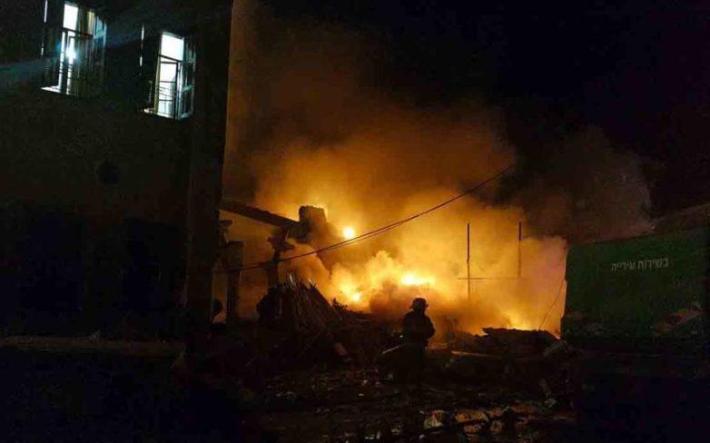 Τέσσερις νεκροί από ισχυρή έκρηξη και πυρκαγιά σε κατάστημα στο Τελ Αβίβ