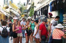 Ήλθαν 620.000 περισσότεροι τουρίστες τον Οκτώβριο, αλλά τα ξενοδοχεία δεν γέμισαν…