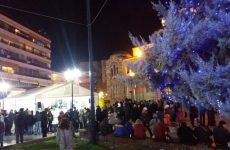 Γιορτινό τραπέζι για τους πολίτες έκανε ο Δήμος Βόλου