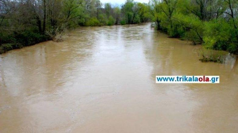 Υπό το φόβο της υπερχείλισης ποταμών οι κάτοικοι των Τρικάλων