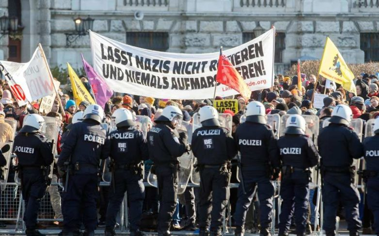 Αντιδράσεις Αυστριακών για συμμετοχή του ακροδεξιού FPOe στην κυβέρνηση