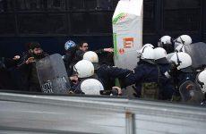 Νέα επεισόδια έξω από το Ειρηνοδικείο Αθηνών για τους πλειστηριασμούς