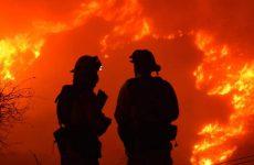 Μαίνονται οι πυρκαγιές στην Καλιφόρνια – Εκκενώνονται νέες περιοχές