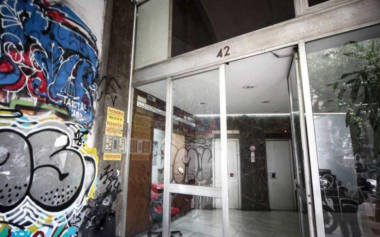 Εισβολή «Ρουβίκωνα» σε συμβολαιογραφείο στα Εξάρχεια