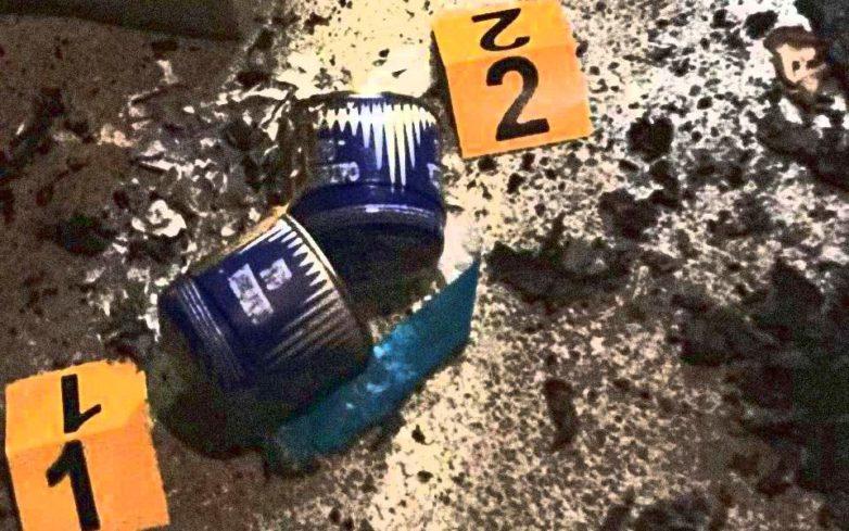 Σβάστικες, στιλέτα και αεροβόλα όπλα στα σπίτια των ακροδεξιών συλληφθέντων