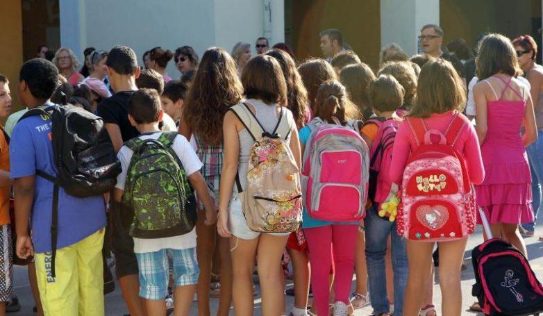 Η τσάντα στο σχολείο μια Παρασκευή το μήνα