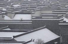 Σε κατάσταση «πορτοκαλί συναγερμού» λόγω χιονιού η κεντρική και ανατολική Κίνα