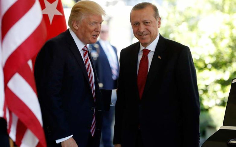 Τουρκική πηγή: «Ανακριβής» η ανακοίνωση του Λευκού Οίκου για τη συνομιλία Τραμπ – Ερντογάν