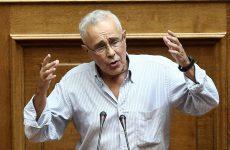 Επίθεση από αγνώστους δέχθηκε ο Κ. Ζουράρις στο συλλαλητήριο για τη Μακεδονία