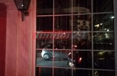 Επίθεση με μπογιές και πέτρες στο ξενοδοχείο που πραγματοποιούσε ομιλία ο Γεωργιάδης