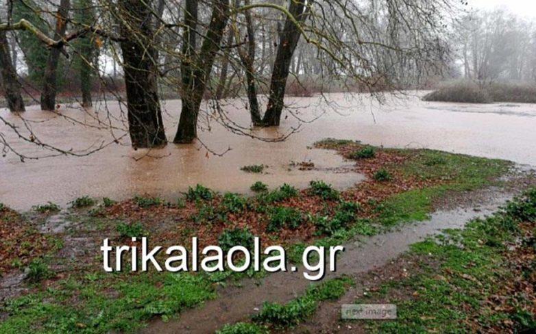 Σοβαρά προβλήματα από τις έντονες βροχοπτώσεις στα Τρίκαλα