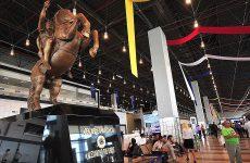 ΠΓΔΜ: Αποκαθηλώθηκε το άγαλμα του Μεγάλου Αλεξάνδρου από το αεροδρόμιο των Σκοπίων