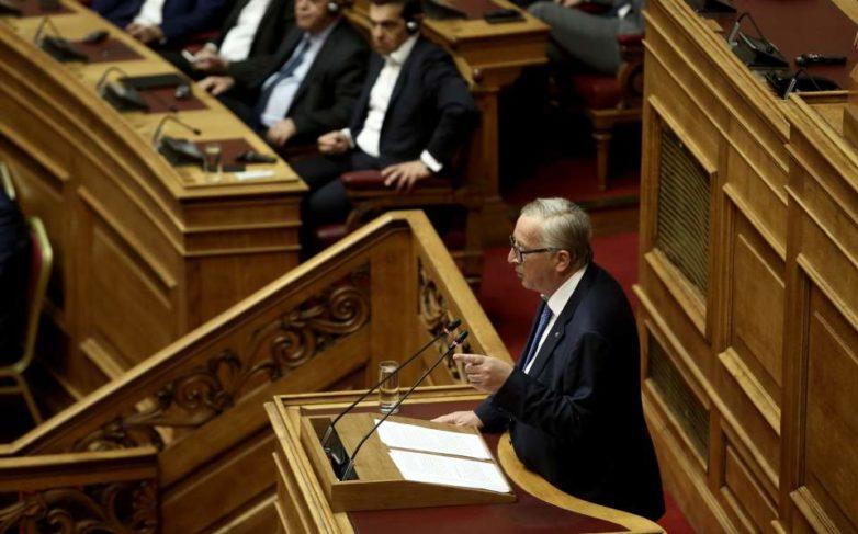 Γιούνκερ στη Βουλή: Οι δύο Ελληνες στρατιωτικοί να απελευθερωθούν