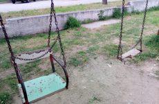 Χωρίς παιδική χαρά τα παιδιά στη Νεάπολη