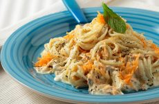 Σπαγκέτι με σάλτσα γιαουρτιού