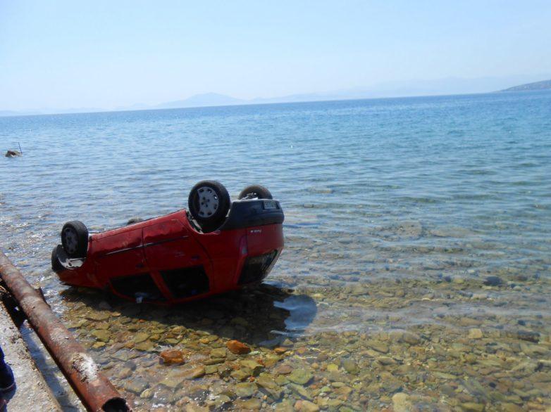 """Σώοι πατέρας και κόρη από """"βουτιά"""" αυτοκινήτου στη θάλασσα"""