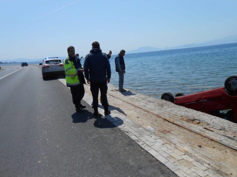 Στη θάλασσα στα Πευκάκια αυτοκίνητο Fiat