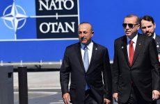 Οι ΗΠΑ «παγώνουν» προσωρινά την πώληση αμυντικού εξοπλισμού στην Τουρκία