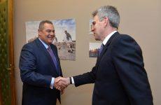 Στη Λάρισα σήμερα ο υπουργός Εθνικής Άμυνας με τον Αμερικανό πρέσβη