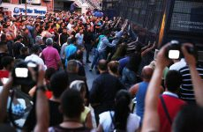 Μεγάλη συγκέντρωση διαμαρτυρίας στη Λέσβο- Επεισόδια έξω από τη Γενική Γραμματεία Αιγαίου και Νησιωτικής Πολιτικής