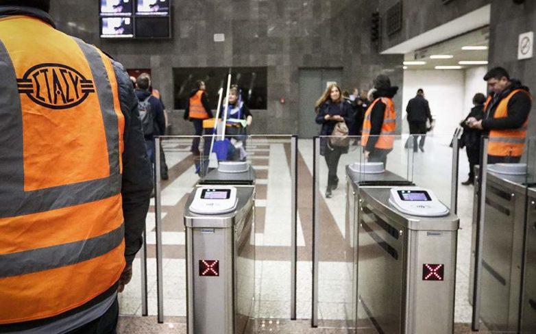 Ξυλοδαρμός στο Μετρό: Συνέχισαν ατάραχοι το δρομολόγιό τους μετά την ενέδρα στον σταθμάρχη