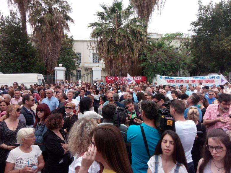 Mεγαλειώδες συλλαλητήριο, με χιλιάδες κόσμο ενάντια στην καύση σκουπιδιών