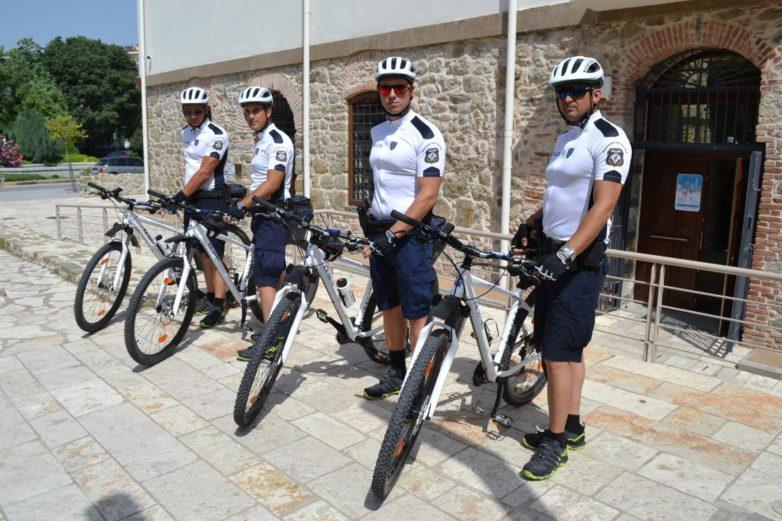 Επεκτάθηκε και στην πόλη των Τρικάλων η αστυνόμευση με ποδήλατα