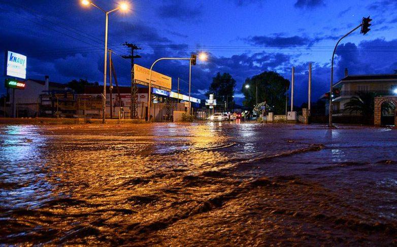 «Ποτάμια» ξανά οι δρόμοι στη Μάνδρα
