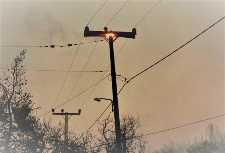 Φωτιά σε στύλο της ΔΕΗ στην Αγριά