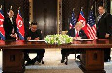 Υπέγραψαν ιστορική συμφωνία Τραμπ – Κιμ Γιονγκ Ουν