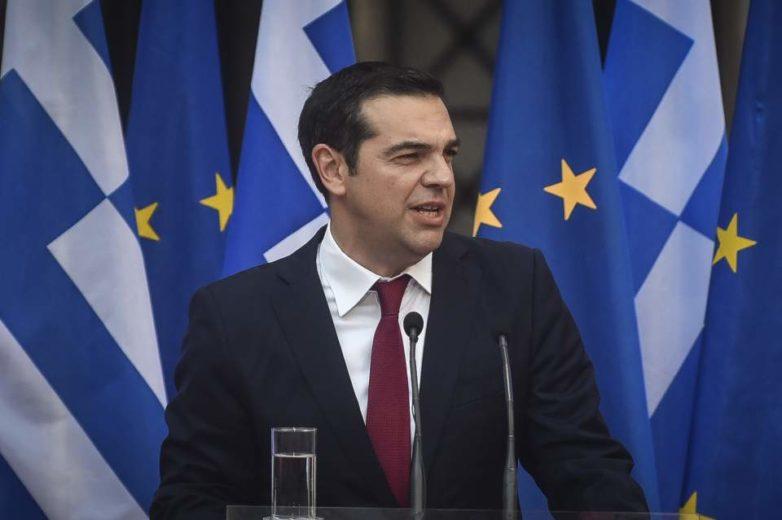 Με γραβάτα ο Τσίπρας στο Ζάππειο – «Έχουμε ακόμη πολλές μάχες να δώσουμε»