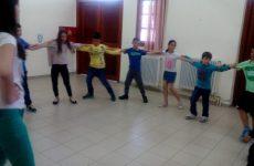 Παιδικό χορευτικό στην κεντρική πλατεία Τρικερίου