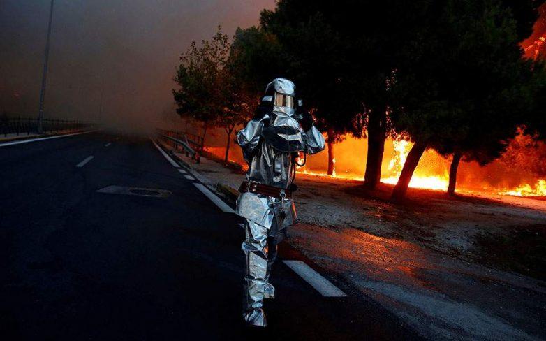 Φωτιά έκαψε ελαιόδενδρα και ξερά χόρτα στον Μάραθο