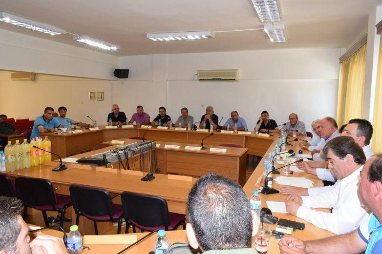 Γόνιμη η σύσκεψη για τα αγριογούρουνα στο Δήμο Ρήγα Φεραίου