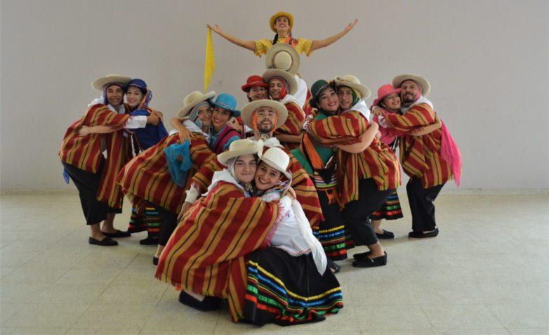 Παραδοσιακά Χορευτικά Συγκροτήματα στην παραλία του Βόλου