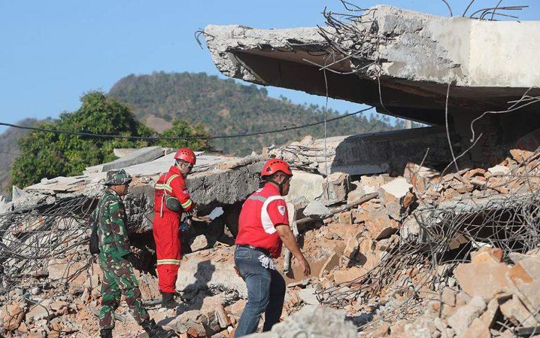 Ινδονησία: 131 οι νεκροί από τον σεισμό – 70.000 οι άστεγοι