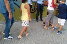Διανομή ενημερωτικών φυλλαδίων από αστυνομικούς της ΓΕΠΑΔ σε σχολεία της Θεσσαλίας