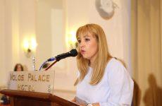 Mε αιχμές κατά της δημοτικής αρχής ανακοίνωσε την υποψηφιότητά της η Νάνσυ Καπούλα